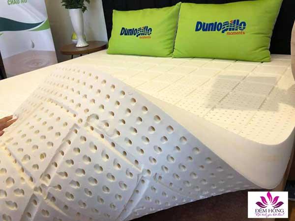 Dòng đệm cao su Relax Dunlopillo với rất nhiều lỗ thông thoáng