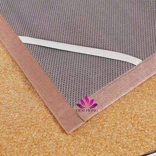 Mặt sau lưới 3D thông thoáng khí, 4 góc có dây thu cố định vào đệm